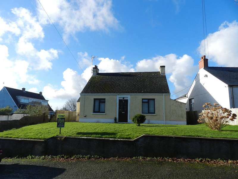 3 Bedrooms Detached Bungalow for sale in Middle Street, Rosemarket, Milford Haven
