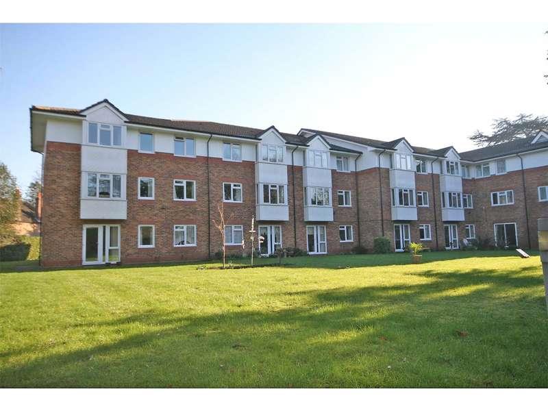 1 Bedroom Retirement Property for sale in Cedar Court, Crockford Park Road, Addlestone, Surrey, KT15