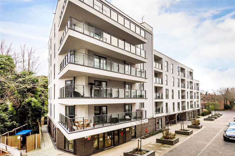 2 Bedrooms Apartment Flat for sale in Bradfield House, Bradfield Close, Woking, Surrey, GU22