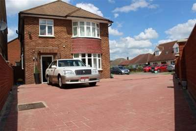 4 Bedrooms House for rent in Potton Road, Biggleswade