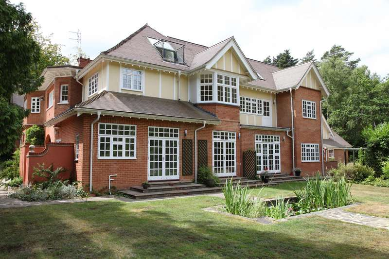 4 Bedrooms Apartment Flat for sale in Woodlands Development, Pirbright Road, Normandy, Guildford, Surrey, GU3