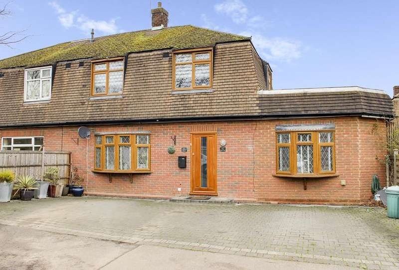 4 Bedrooms Terraced House for sale in Chester Close, Loughton, Essex, IG10
