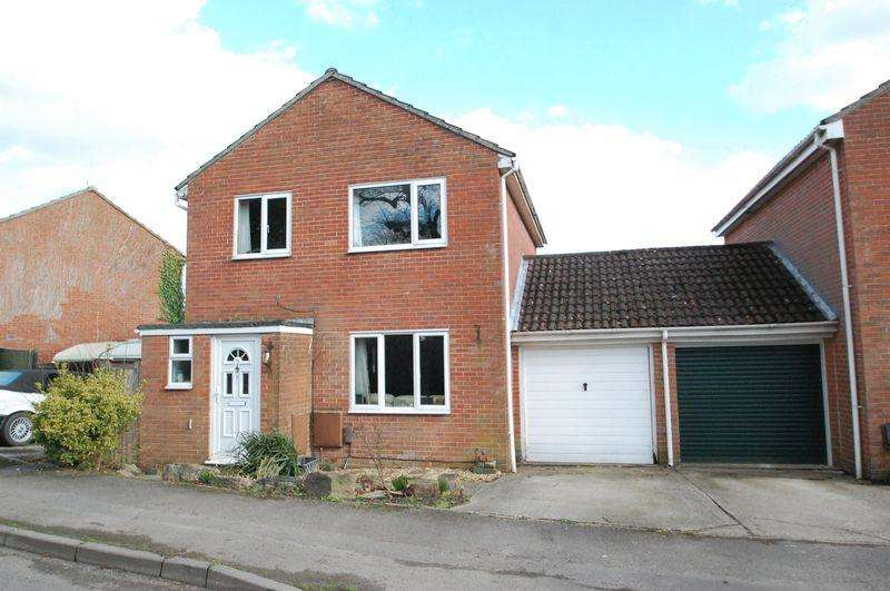 3 Bedrooms Detached House for sale in Larcombe Road, PETERSFIELD