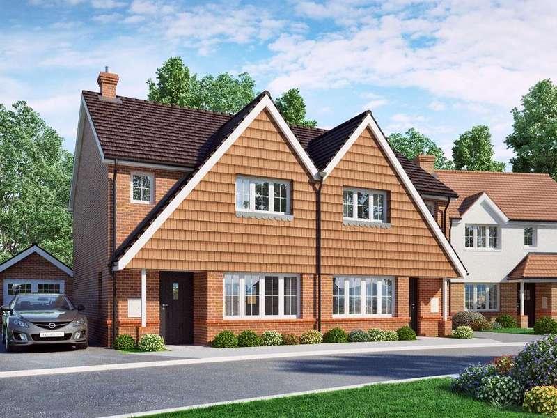 3 Bedrooms Semi Detached House for sale in Merrydown Village, Horam
