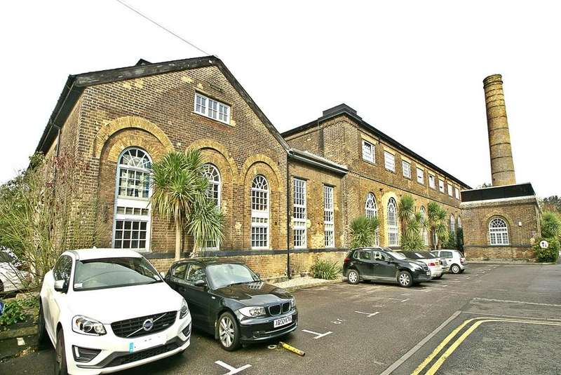 2 Bedrooms Apartment Flat for rent in South Block, The Railstore, Kidman Close, Romford, RM2