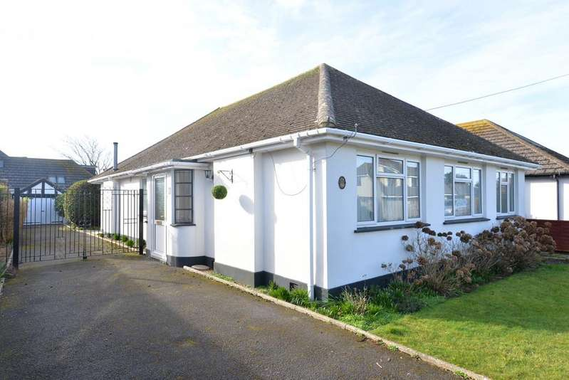 4 Bedrooms Detached Bungalow for sale in Seacroft Avenue, Barton On Sea, New Milton