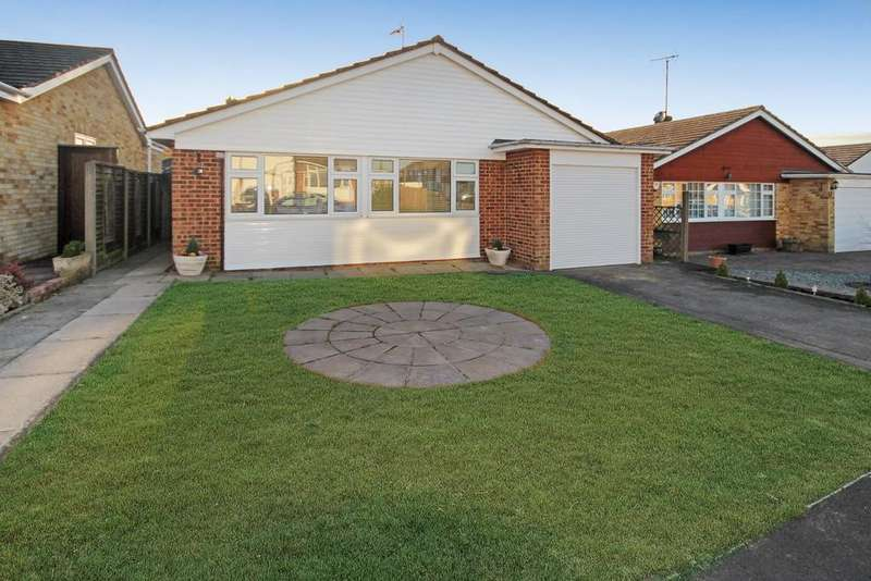 2 Bedrooms Detached Bungalow for sale in Higham View, North Weald CM16