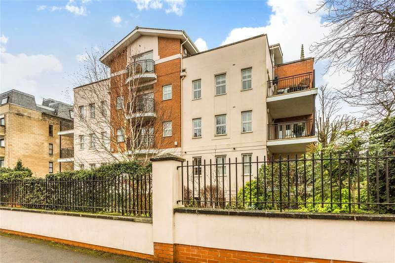 3 Bedrooms Flat for sale in Winchester House, Malvern Road, Cheltenham, Gloucestershire, GL50
