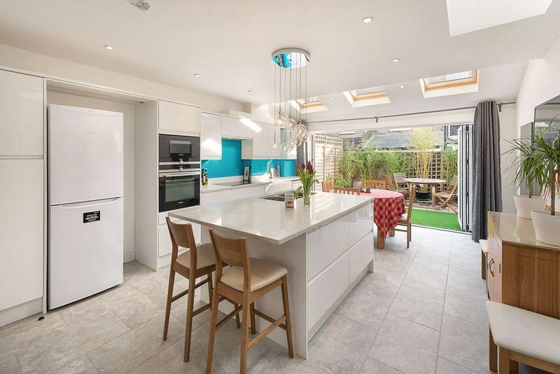 4 Bedrooms Terraced House for sale in Khyber Road, Battersea, London, SW11