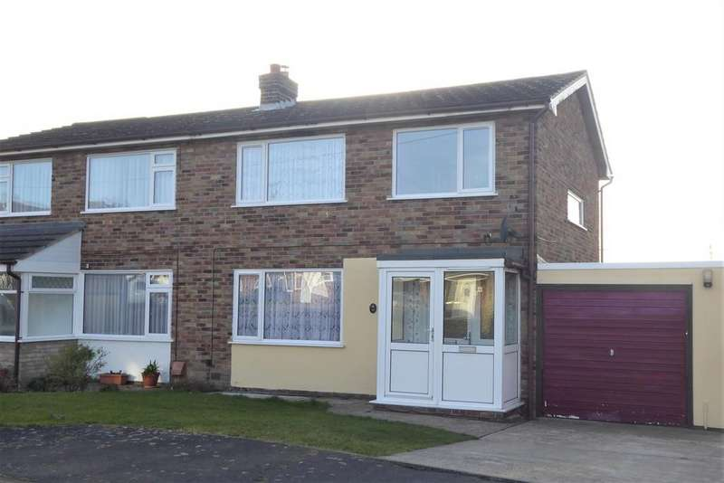 3 Bedrooms Semi Detached House for sale in Larksfield Crescent, Harwich