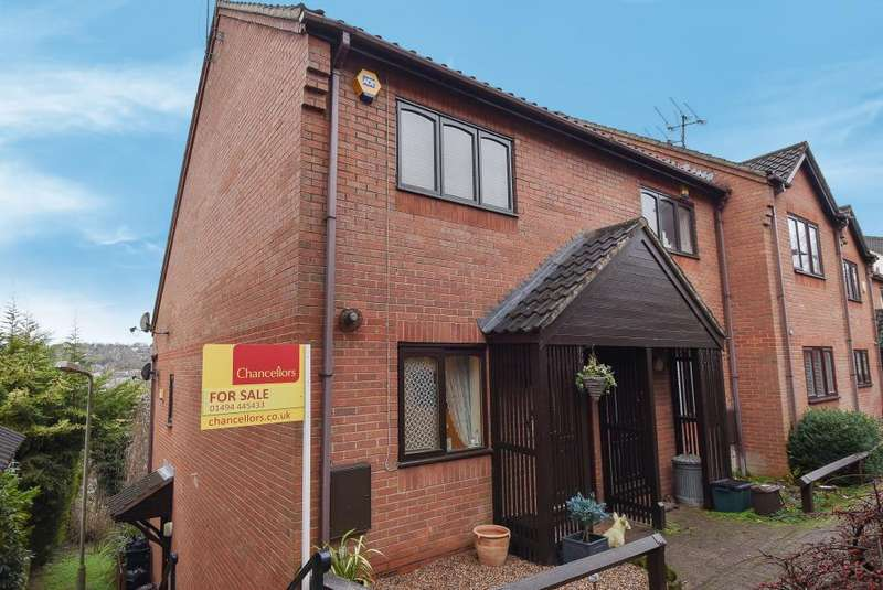1 Bedroom Maisonette Flat for sale in Downley Heights, High Wycombe, Buckinghamshire, HP13