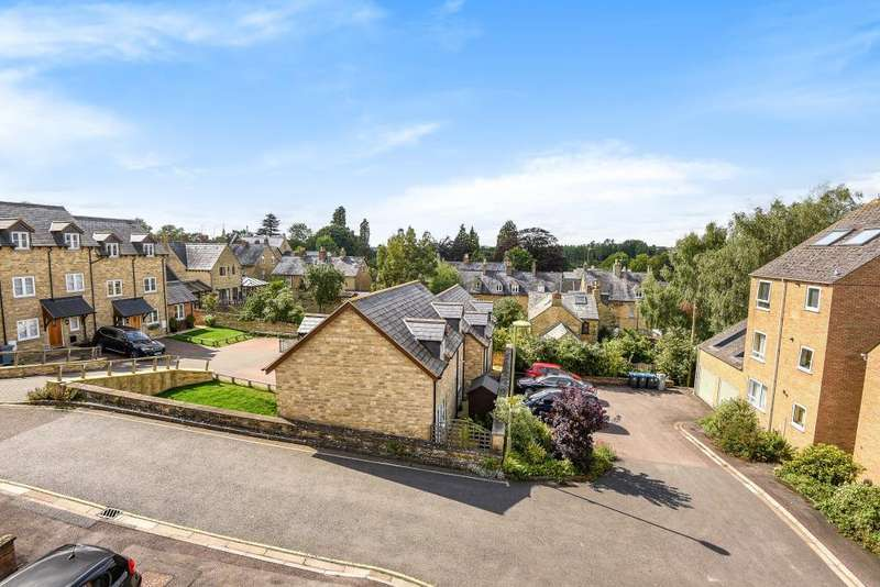 2 Bedrooms Flat for sale in Chipping Norton, Oxfordshire, OX7