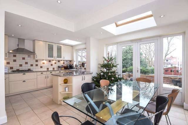 4 Bedrooms House for sale in Lyndhurst Gardens, Finchley, N3, N3