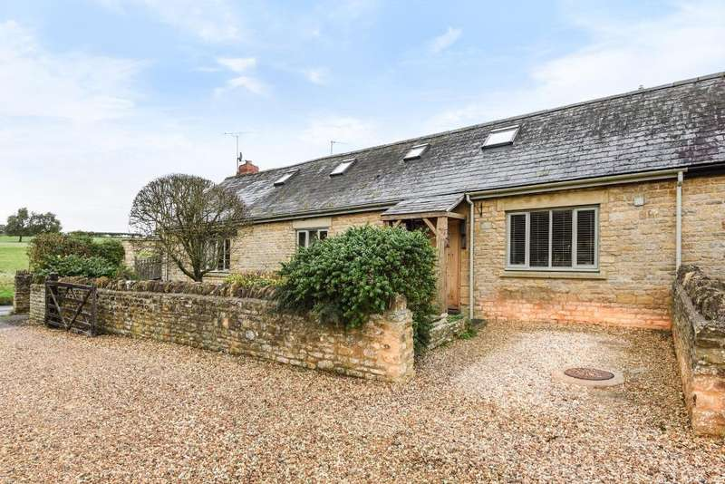 4 Bedrooms House for sale in Badgers Barn, Gagingwell, OX7