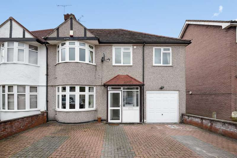 4 Bedrooms House for sale in Whitchurch Gardens, Edgware, HA8