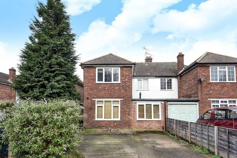 4 Bedrooms House for sale in Chessington, Surrey, KT9