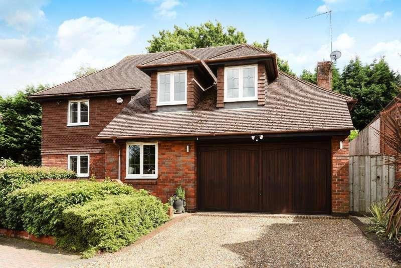 4 Bedrooms Detached House for sale in Lightwater, Surrey, GU18