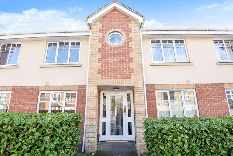 2 Bedrooms Flat for sale in St Johns, Woking, GU21