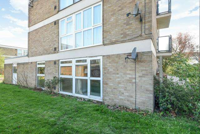 2 Bedrooms Flat for sale in Peregrine Road, Sunbury-On-Thames, TW16