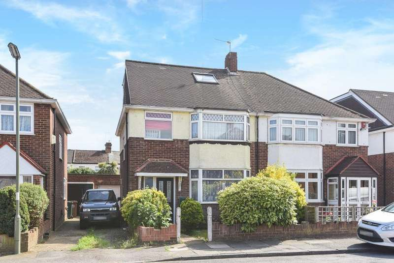 4 Bedrooms House for sale in Avon Road, Sunbury On Thames, TW16