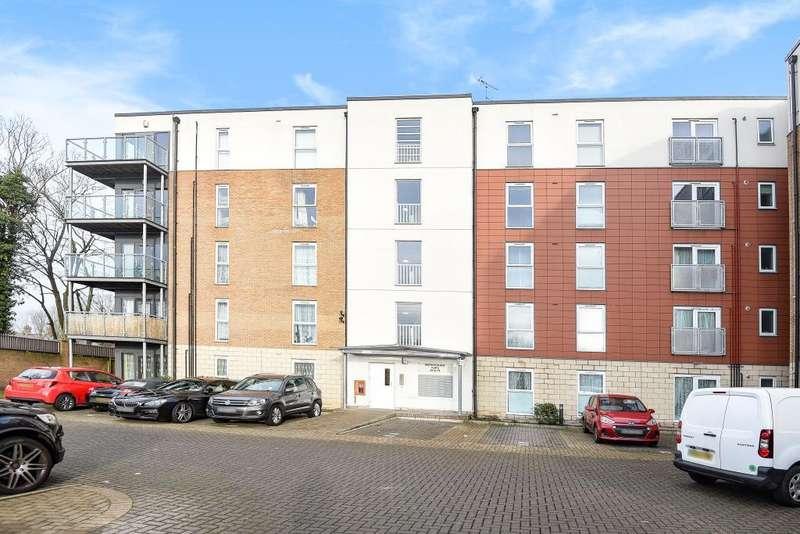 2 Bedrooms Flat for sale in Bertelli Place, Feltham, TW13
