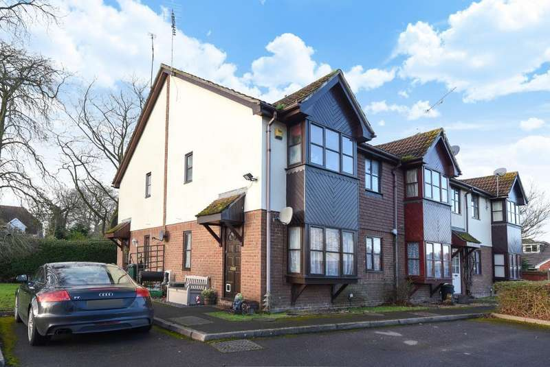 2 Bedrooms House for sale in Orchard Close, Wokingham, RG40