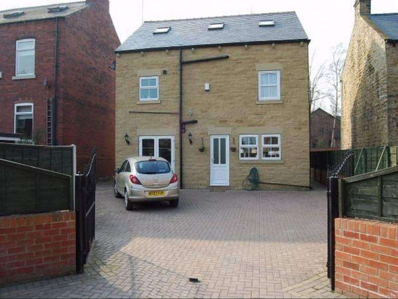 5 Bedrooms House Share for rent in Denby Dale Road, Wakefield WF2