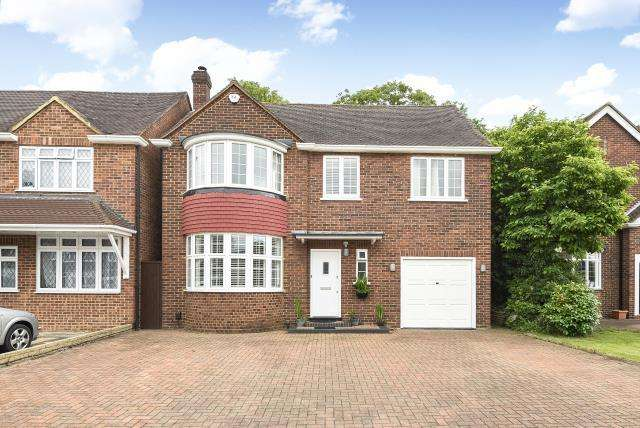 4 Bedrooms Detached House for sale in Elizabeth Way, Hanworth Park, TW13