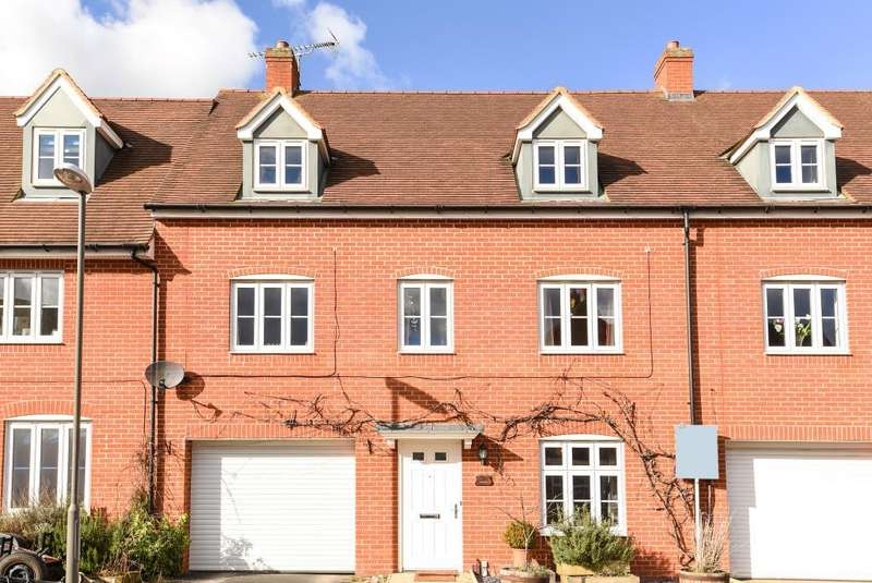 4 Bedrooms House for rent in Buckingham Park, Aylesbury, HP19