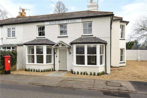 2 Bedrooms Apartment Flat for sale in Winkfield House, Maidens Green, Winkfield