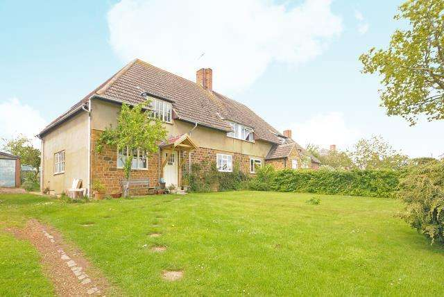 4 Bedrooms House for sale in Farnborough, Oxfordshire, OX17