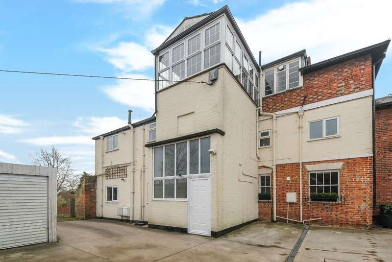 3 Bedrooms Flat for sale in Warborough, Wallingford, OX10