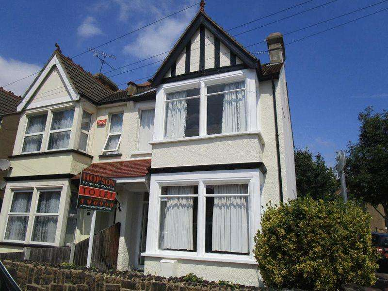 4 Bedrooms End Of Terrace House for rent in Harcourt Avenue, Southend-On-Sea