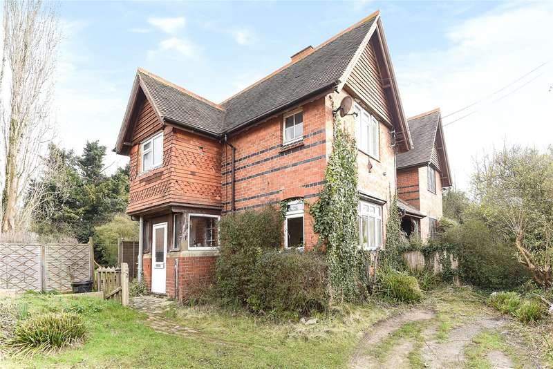 2 Bedrooms Semi Detached House for sale in Hatch Farm Cottages, Mill Lane, Sindlesham, Wokingham, RG41