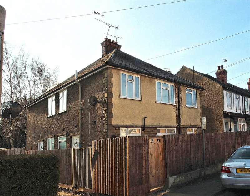 2 Bedrooms Maisonette Flat for sale in Courtenay Road, Woking, Surrey, GU21