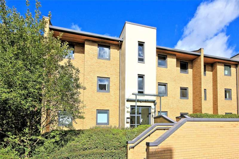 2 Bedrooms Apartment Flat for sale in Kennet Court, Victoria Way, Woking, Surrey, GU21