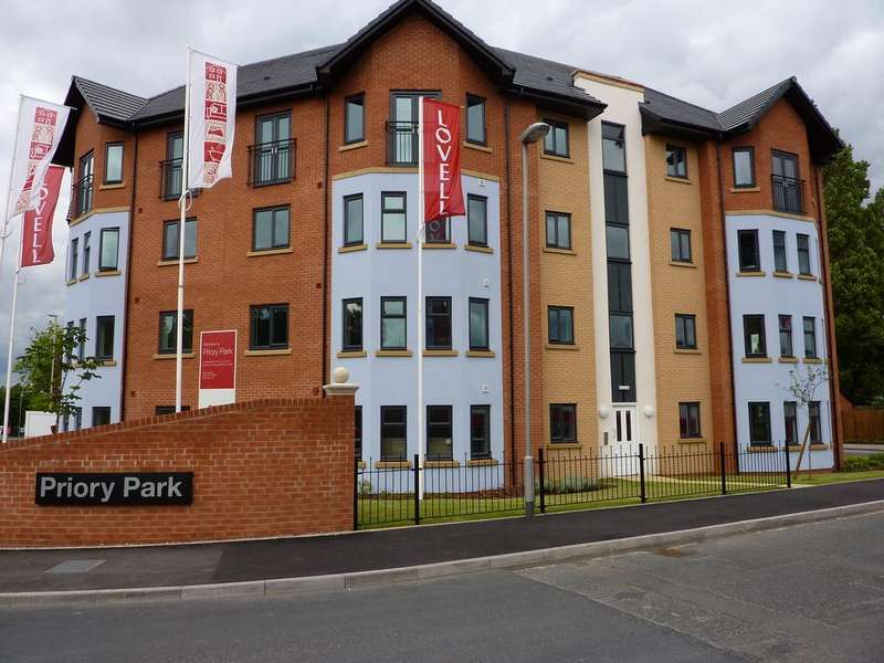 2 Bedrooms Flat for rent in Pages Croft, Dudley