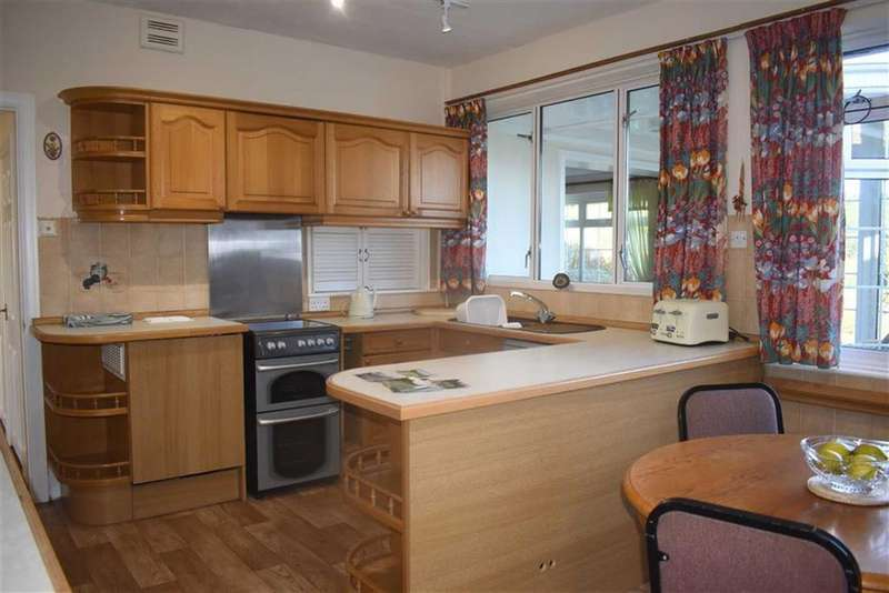 2 Bedrooms Detached Bungalow for sale in West Cross Lane, West Cross, Swansea