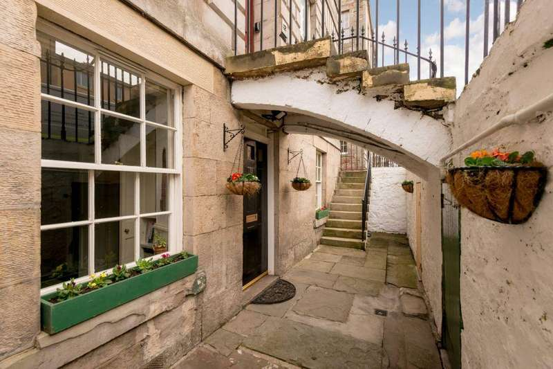 2 Bedrooms Flat for sale in 19 Pitt Street, Edinburgh, EH6 4BX
