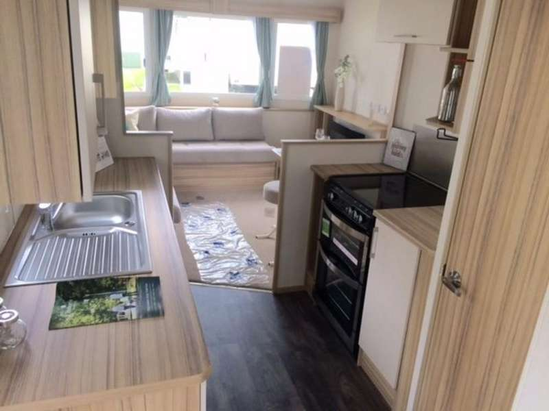 2 Bedrooms Mobile Home for sale in HIGHCLIFFE