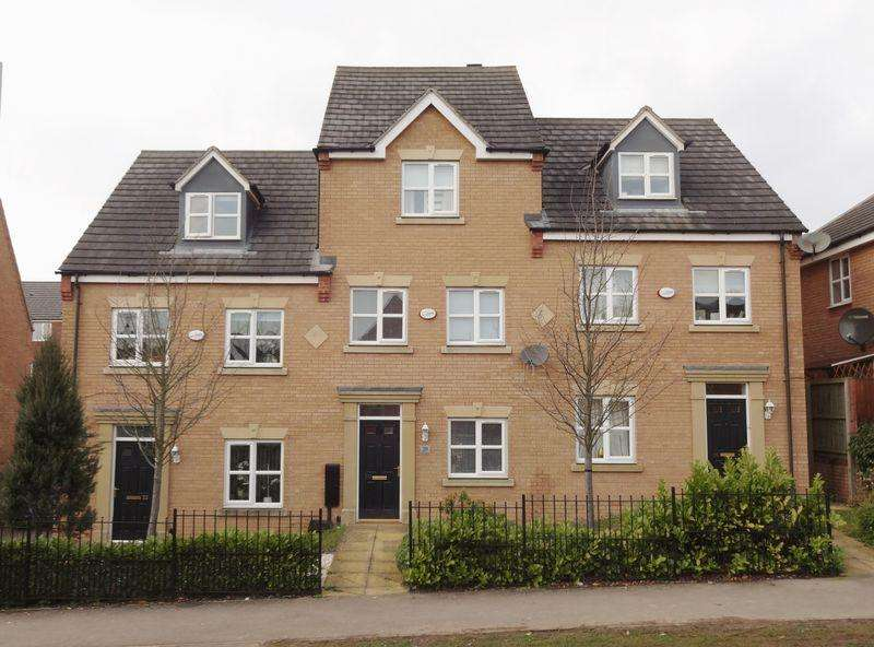 3 Bedrooms Town House for sale in Bennett Road, Oakley Vale, Corby