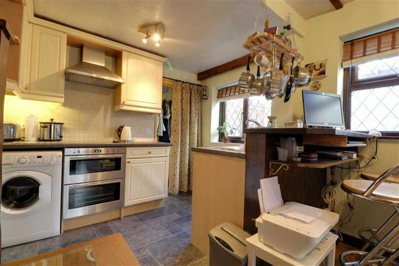 2 Bedrooms Semi Detached House for sale in Biddulph Road, Mossley, Congleton