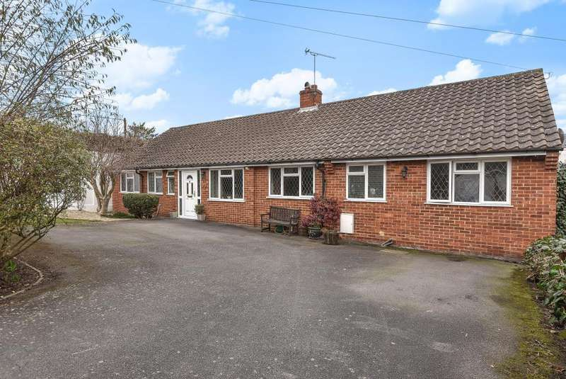 4 Bedrooms Detached Bungalow for sale in Orchard Close, Maidenhead, SL6