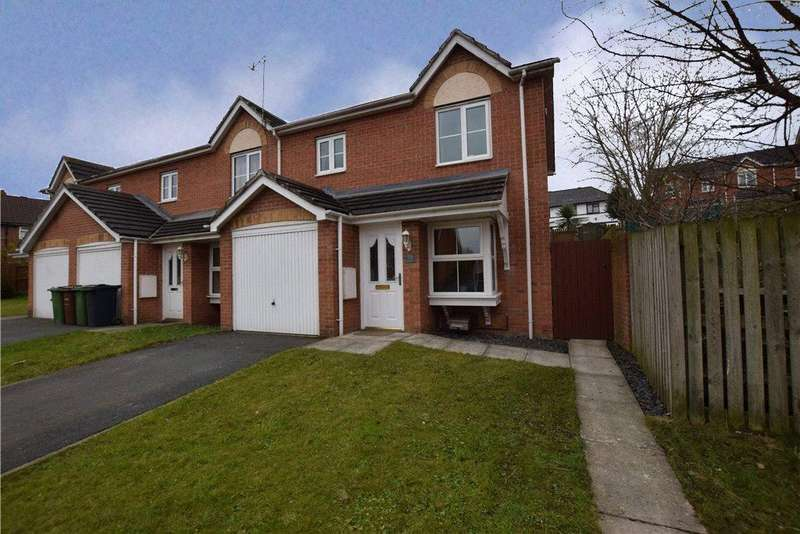 3 Bedrooms Town House for sale in Manderston Chase, Armley, Leeds, West Yorkshire