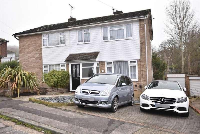 3 Bedrooms Semi Detached House for sale in Benfleet