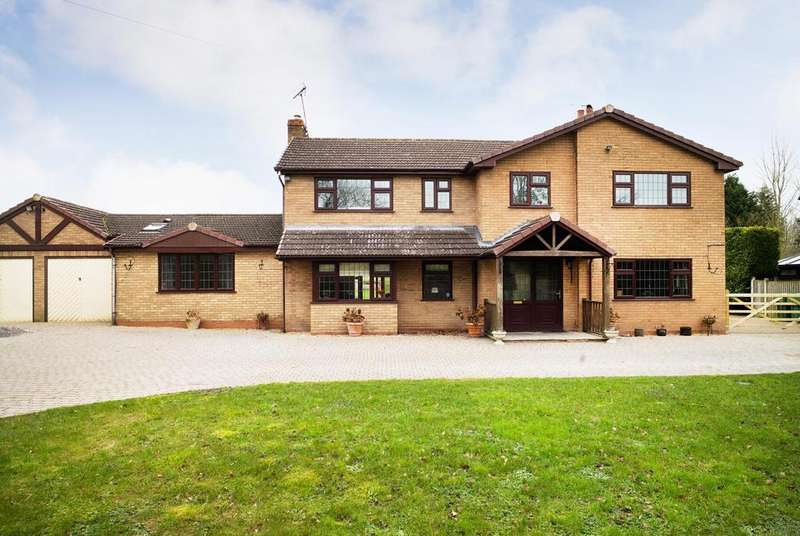 4 Bedrooms Detached House for sale in Banks Green, Redditch