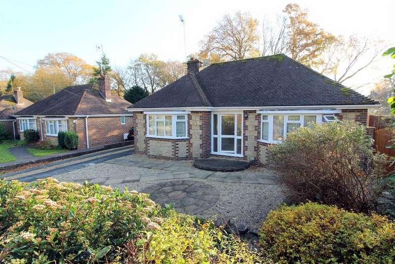 4 Bedrooms Detached Bungalow for sale in Wantley Lane, Storrington, Pulborough
