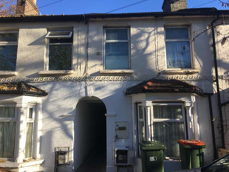 3 Bedrooms Terraced House for sale in GLOUCESTER ROAD, MANOR PARK, LONDON E12