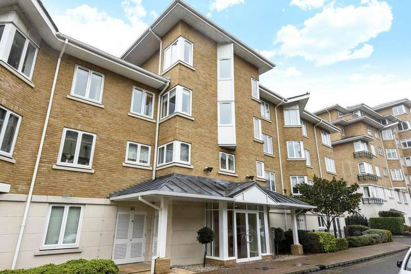 3 Bedrooms Flat for sale in Strand Drive, Richmond