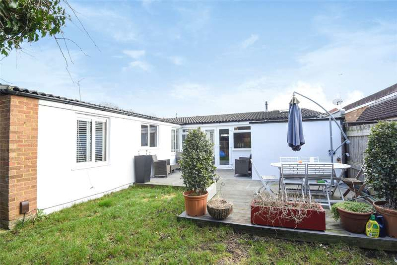 3 Bedrooms Detached Bungalow for sale in Kirton Close, Reading, Berkshire, RG30